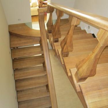 Лестницы «Ода» из натурального дерева в г.Николаеве